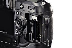 Nikon-D3X-review-cardslot