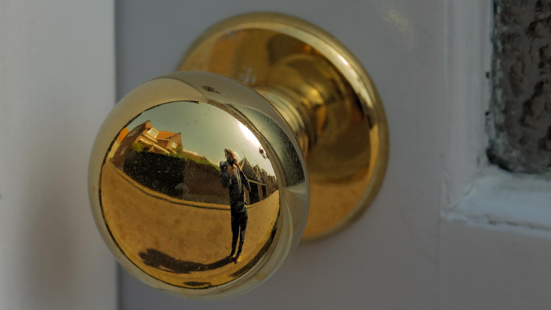 Doorknob in Edam: Panasonic 70-200mm f/4 OIS LUMIX S PRO sample image