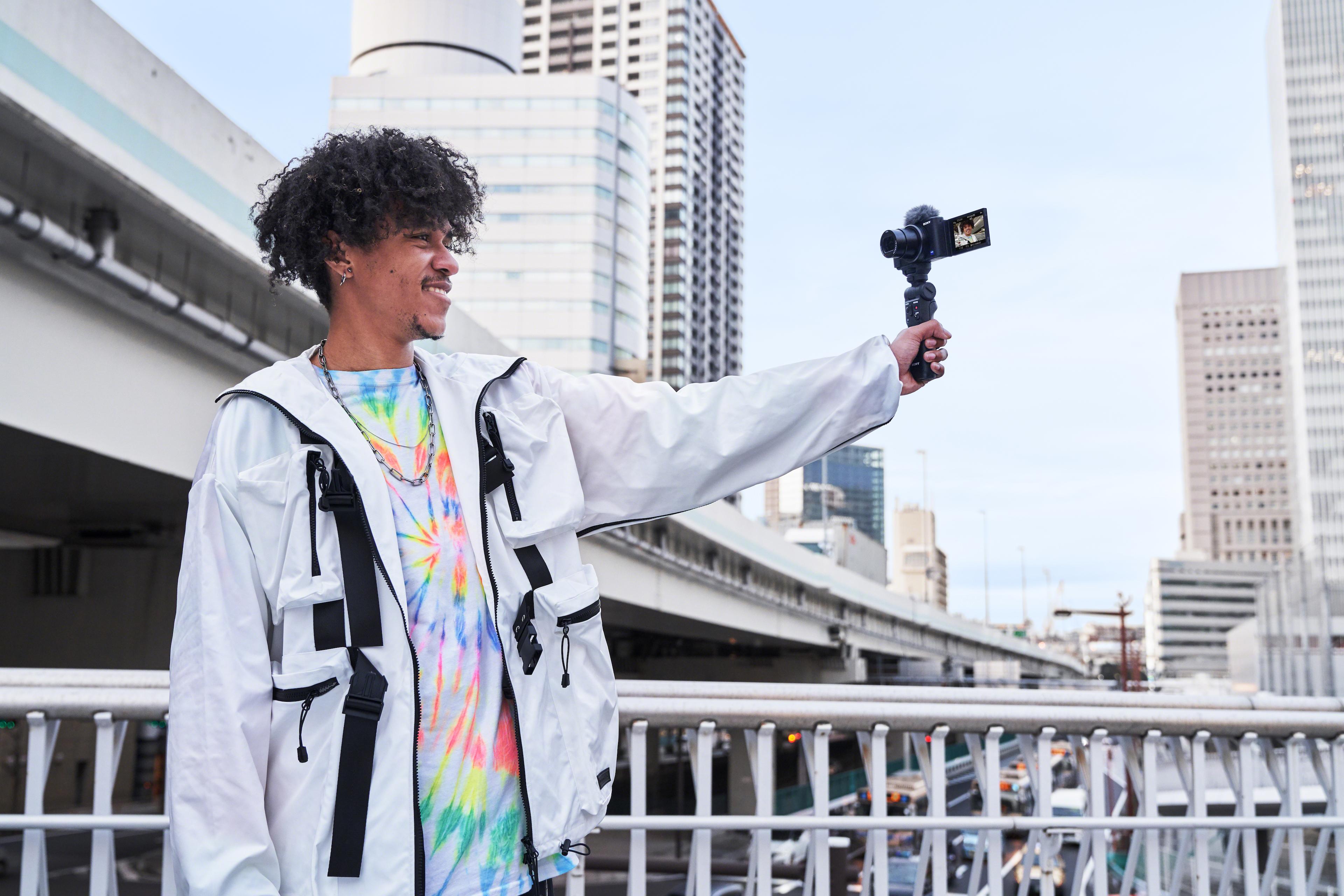 selfshooting vlogger